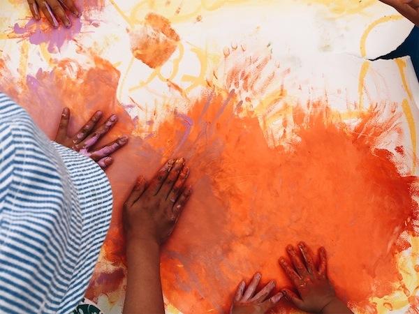 ライブペインティング ライブペイント こどもアート いろのね 色のね ironone 沖明日香 ひらかぐ ひらかぐマルシェ こどもイベント 関西 枚方 くずは 樟葉 楠葉 ぬたくり ゆびえのぐ