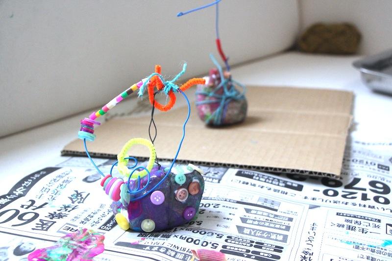 絵画造形教室 大阪 枚方 絵画教室 おえかき教室 こどもワークショップ こどもアート 造形教室 いろのね ironone 色のね 沖明日香 くずは 楠葉 樟葉 八幡 石アート 針金 絵の具 工作 関西